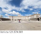 Королевский дворец и на Оружейной площади. Мадрид (2015 год). Стоковое фото, фотограф Ekaterina Andreeva / Фотобанк Лори