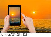 Купить «tourist taking photo of yelow sunset», фото № 21594129, снято 25 апреля 2018 г. (c) easy Fotostock / Фотобанк Лори