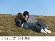 Metzeral, France, a young couple enjoying the sun on the Hohneck (2010 год). Редакционное фото, агентство Caro Photoagency / Фотобанк Лори