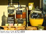 Купить «Напитки в кувшинах на прилавке кафе», эксклюзивное фото № 21672489, снято 21 августа 2015 г. (c) lana1501 / Фотобанк Лори