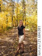 Девушка в осеннем лесу. Стоковое фото, фотограф Георгий Shpade / Фотобанк Лори