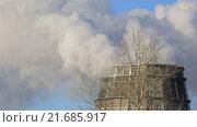 Купить «Пар из градирни», видеоролик № 21685917, снято 27 января 2016 г. (c) Юлия Машкова / Фотобанк Лори