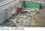 Купить «Мусор на месте снесенных гаражей в ГСК», фото № 21689025, снято 30 октября 2015 г. (c) Александр Замараев / Фотобанк Лори