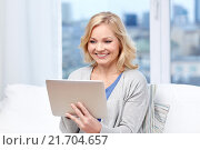 Купить «happy middle aged woman with tablet pc at home», фото № 21704657, снято 27 ноября 2015 г. (c) Syda Productions / Фотобанк Лори