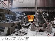 Стальные ковши для перевозки расплавленного металла. Стоковое фото, фотограф Дмитрий Рухмалев / Фотобанк Лори
