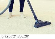Купить «close up of woman legs with vacuum cleaner at home», фото № 21706281, снято 18 февраля 2015 г. (c) Syda Productions / Фотобанк Лори