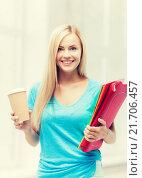 Купить «smiling student with folders», фото № 21706457, снято 30 марта 2013 г. (c) Syda Productions / Фотобанк Лори