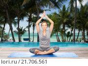 Купить «woman making yoga meditation in lotus pose on mat», фото № 21706561, снято 13 ноября 2015 г. (c) Syda Productions / Фотобанк Лори