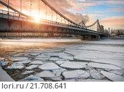 Купить «Крымский мост среди льдин Crimean bridge among the ice floes», фото № 21708641, снято 24 января 2016 г. (c) Baturina Yuliya / Фотобанк Лори