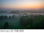 Туман над лесами и полями на рассвете. Стоковое фото, фотограф Иван Рочев / Фотобанк Лори