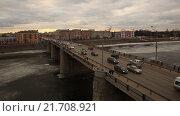 Купить «Автомобильный мост в провинциальном городе через замерзшую реку. Съемки с коптера. MOV», видеоролик № 21708921, снято 20 февраля 2020 г. (c) kinocopter / Фотобанк Лори