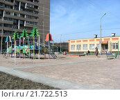 Купить «Во дворе дома на Камчатской улице в Гольянове в Москве», эксклюзивное фото № 21722513, снято 2 апреля 2008 г. (c) lana1501 / Фотобанк Лори
