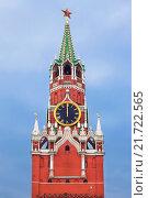 Купить «The Spasskaya tower with the chiming clock of the Kremlin. Moscow, Russia», фото № 21722565, снято 7 февраля 2014 г. (c) Наталья Волкова / Фотобанк Лори