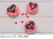 Капкейки с розовым кремом. Стоковое фото, фотограф Игорь Кошляев / Фотобанк Лори