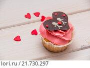 Капкейки декорированные сердцами. Стоковое фото, фотограф Игорь Кошляев / Фотобанк Лори