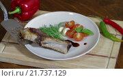 Купить «Тушеное мясо с овощами», видеоролик № 21737129, снято 21 января 2016 г. (c) Илья Насакин / Фотобанк Лори