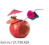 Купить «Гранат с трубочкой для коктейля», фото № 21738429, снято 8 февраля 2016 г. (c) Дрогавцева Оксана / Фотобанк Лори