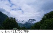 Купить «Облака над кавказскими горами в Домбае», видеоролик № 21750789, снято 16 июля 2015 г. (c) Анатолий Типляшин / Фотобанк Лори