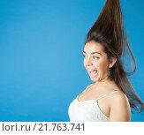 Купить «У девушки волосы встали дыбом от испуга», фото № 21763741, снято 28 августа 2015 г. (c) Olesya Tseytlin / Фотобанк Лори