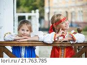 Купить «Две девочки в русских национальных костюмах», фото № 21763785, снято 20 августа 2013 г. (c) Сергей Рыжов / Фотобанк Лори
