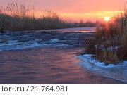 Закат над бурной зимней рекой. Стоковое фото, фотограф Антон Глущенко / Фотобанк Лори