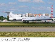 Купить «Ту-154М (бортовой RA-85777) авиакомпании UTair вылетает из Внукова», эксклюзивное фото № 21765689, снято 23 июня 2011 г. (c) Alexei Tavix / Фотобанк Лори