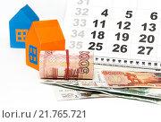 Купить «Деньги, домики и календарь», фото № 21765721, снято 11 февраля 2016 г. (c) Наталья Осипова / Фотобанк Лори