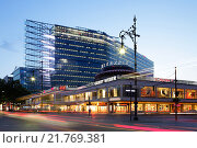 Berlin, Germany, Cafe Kranzler and New Kranzler Eck at dusk (2010 год). Редакционное фото, агентство Caro Photoagency / Фотобанк Лори