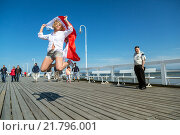 Sopot, Poland, young woman in photo session on the Sopot pier (2014 год). Редакционное фото, агентство Caro Photoagency / Фотобанк Лори
