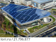 Muenchen, Germany, overlooking the roof of the BMW Welt (2015 год). Редакционное фото, агентство Caro Photoagency / Фотобанк Лори