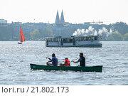 Купить «Hamburg, Germany, paddlers on the Outer Alster», фото № 21802173, снято 10 апреля 2009 г. (c) Caro Photoagency / Фотобанк Лори