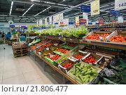 Купить «Moscow, Russia - February 02, 2015. The interior of large store network products Perekrestok», фото № 21806477, снято 2 февраля 2015 г. (c) Володина Ольга / Фотобанк Лори
