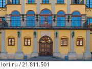 Купить «Вход во дворец в Несвиже, Беларусь», фото № 21811501, снято 18 августа 2015 г. (c) Константин Лабунский / Фотобанк Лори
