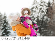 Купить «happy family in winter clothes outdoors», фото № 21813449, снято 23 января 2016 г. (c) Syda Productions / Фотобанк Лори