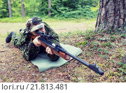 Купить «young soldier or hunter with gun in forest», фото № 21813481, снято 14 августа 2014 г. (c) Syda Productions / Фотобанк Лори