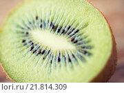 Купить «close up of ripe kiwi slice on table», фото № 21814309, снято 17 марта 2015 г. (c) Syda Productions / Фотобанк Лори