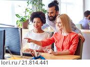 Купить «happy creative team with computer in office», фото № 21814441, снято 29 марта 2015 г. (c) Syda Productions / Фотобанк Лори