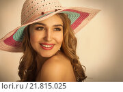 woman with a hat in the hot summer. Стоковое фото, фотограф Типляшина Евгения / Фотобанк Лори