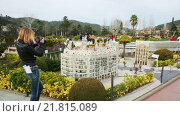 Купить «Scenery with building models in Catalunya en Miniatura Park», видеоролик № 21815089, снято 31 января 2015 г. (c) Яков Филимонов / Фотобанк Лори