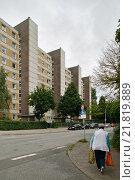 Купить «Hamburg, Germany, in the prefab Wilhelmsburg», фото № 21819889, снято 11 июля 2009 г. (c) Caro Photoagency / Фотобанк Лори
