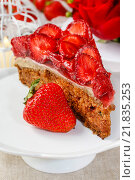 Купить «Piece of strawberry cake. Party dessert», фото № 21835253, снято 16 мая 2018 г. (c) BE&W Photo / Фотобанк Лори