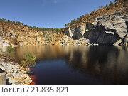 Испания. Андалусия. Уэльва. Parque Minero de Riotinto, озерцо на руднике Peña de Hierro (2015 год). Стоковое фото, фотограф Антон Бобров / Фотобанк Лори