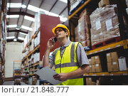Купить «Warehouse worker on a phone call», фото № 21848777, снято 17 октября 2015 г. (c) Wavebreak Media / Фотобанк Лори
