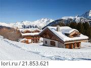 Покрытые снегом шале в Альпах. Стоковое фото, фотограф Юлия Кузнецова / Фотобанк Лори