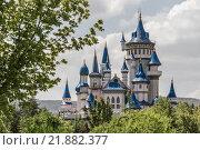 Купить «Fairytale Castle Behind Trees in Public Cultural Park, Eskisehir», фото № 21882377, снято 18 марта 2018 г. (c) PantherMedia / Фотобанк Лори