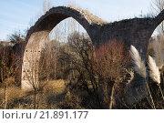Купить «remains of medieval bridge in Cardona. Catalonia», фото № 21891177, снято 28 февраля 2020 г. (c) Яков Филимонов / Фотобанк Лори