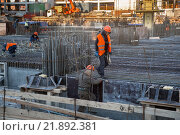 Рабочие на стройке (2016 год). Редакционное фото, фотограф Малахов Алексей / Фотобанк Лори