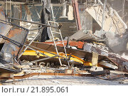 Купить «Снос ТЦ «Пирамида»», фото № 21895061, снято 21 февраля 2016 г. (c) Павел Москаленко / Фотобанк Лори