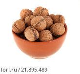 Купить «Грецкие орехи в коричневой миске, изолированно на белом фоне», фото № 21895489, снято 21 января 2016 г. (c) Литвяк Игорь / Фотобанк Лори