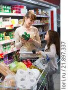 Купить «Woman with daughter buying yoghurts», фото № 21897337, снято 30 марта 2020 г. (c) Яков Филимонов / Фотобанк Лори